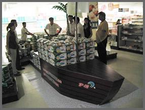 商场超市船型地堆陈列造型图片